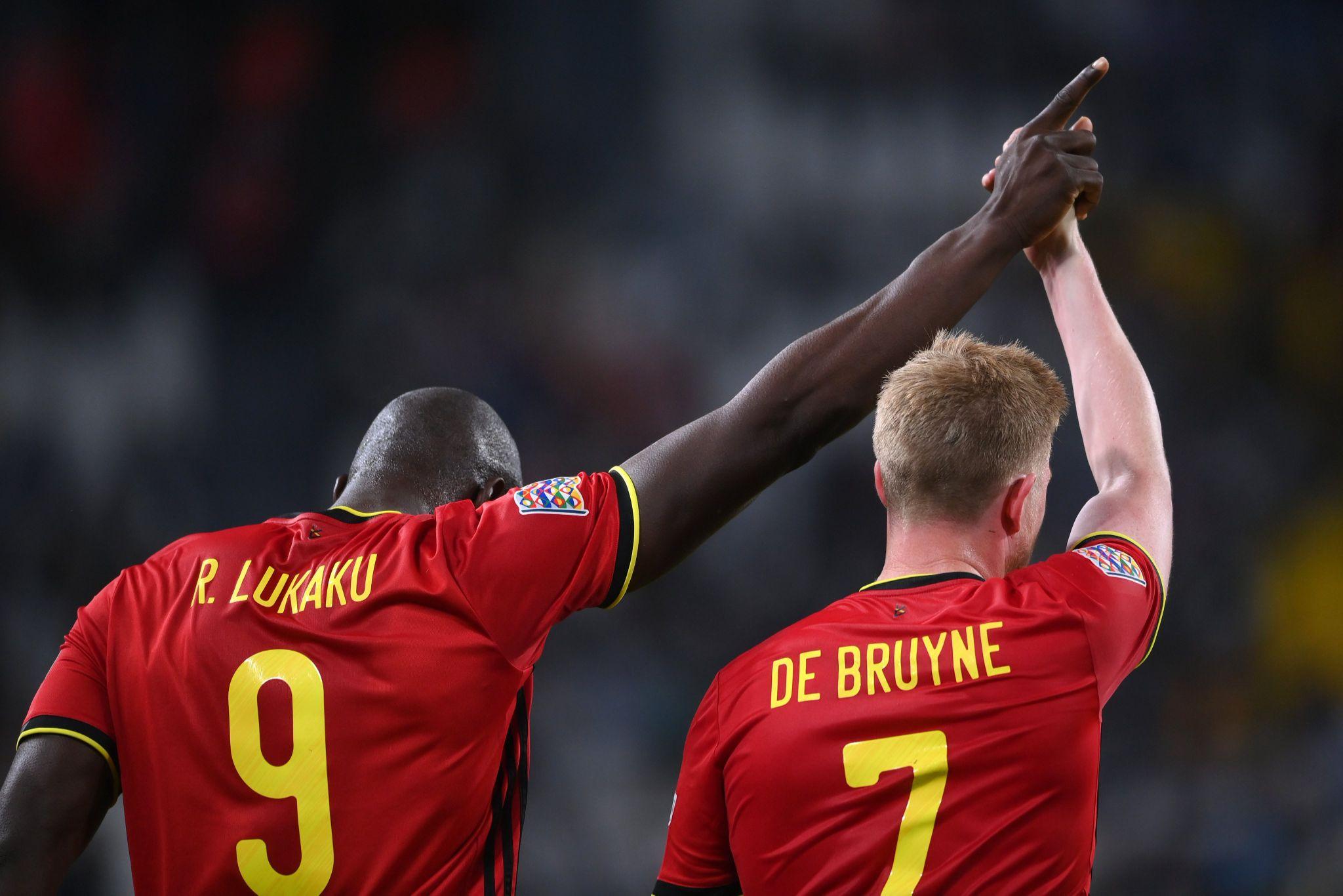 Romelu Lukaku and Kevin de Bruyne celebrate taking a 2-goal lead