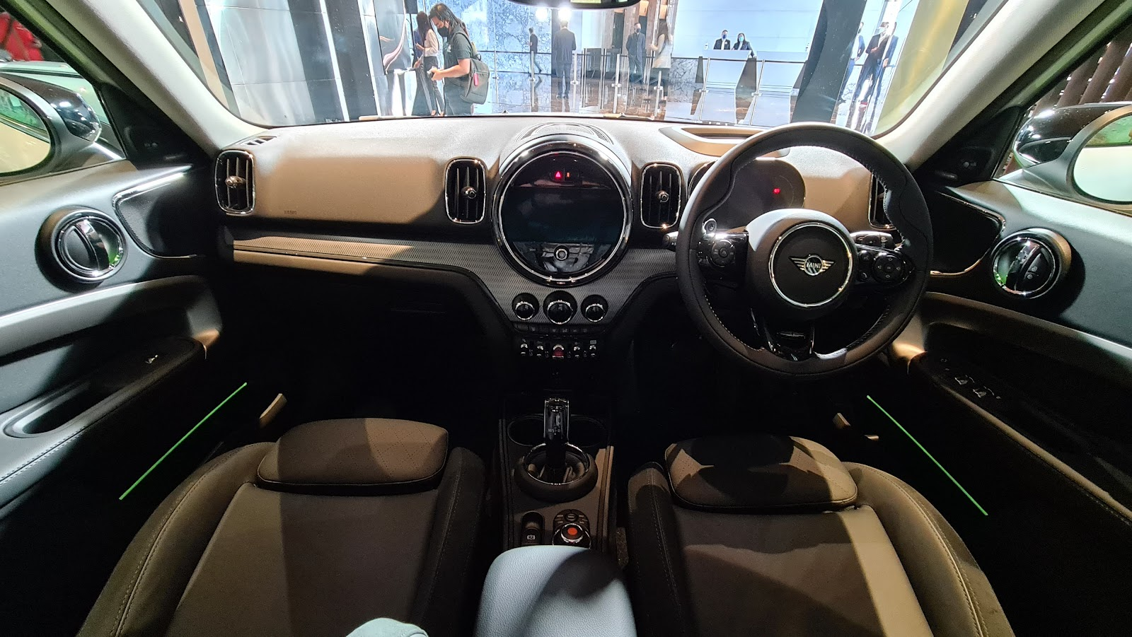 2021 MINI Cooper SE Countryman Sage Blue 8.8-inch infotainment screen