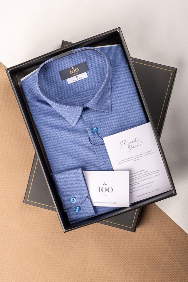 Những chiếc áo sơ mi tại TQQ được đặt trong hộp giấy sang trọng có thể dùng để làm quà tặng cũng rất lịch sự.