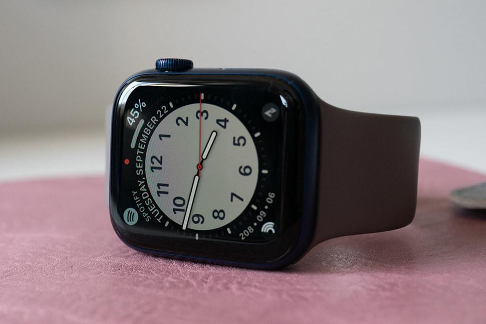 Mặt đồng hồ Apple Watch Series 6 GPS 40mm lớn, viền nhôm dây cao su trẻ trung