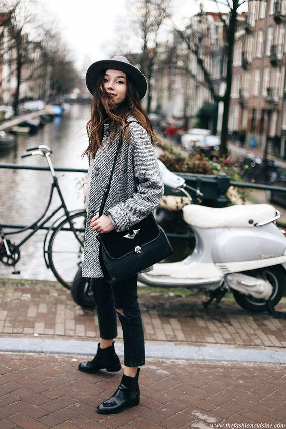 Amsterdam fashion blogger outfit cropped jeans with Chelsea boots: