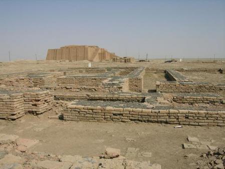 Ruinas de la ciudad de Ur con el Zigurat de Ur-Nammu al fondo a las afueras de Nasiriyah.