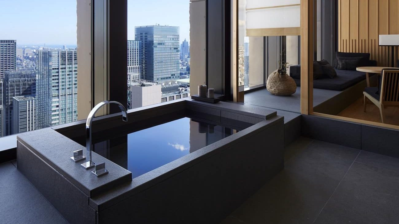 Desain kamar mandi di Aman Tokyo, Jepang - source: architecturaldigest.com
