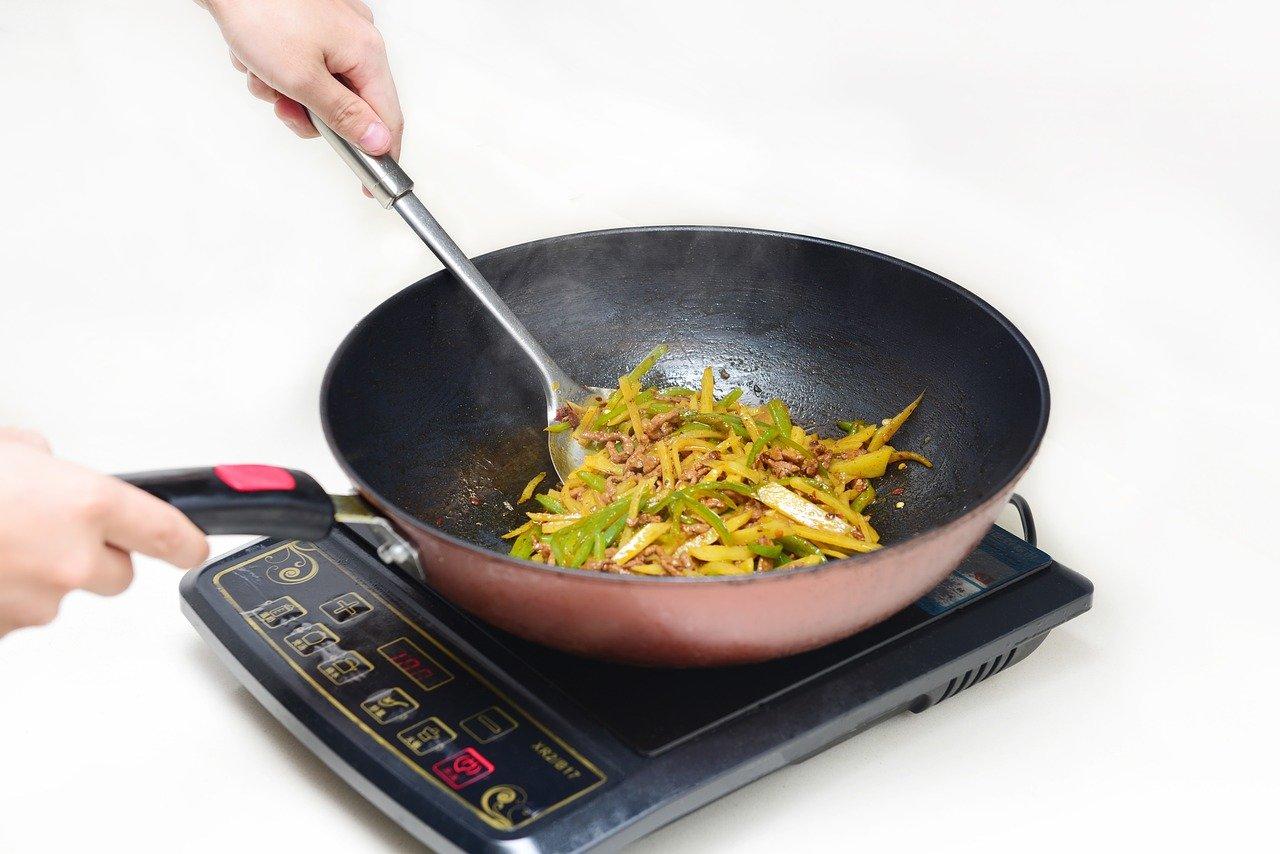 nettoyer-plaque-induction-cuisine-conseils-maison
