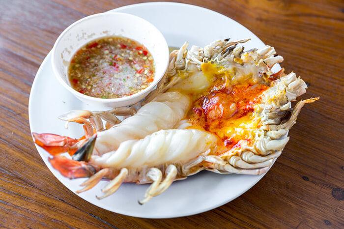 大size的明蝦由於蝦身厚實,因此通常會以剖半的方式來做料理。