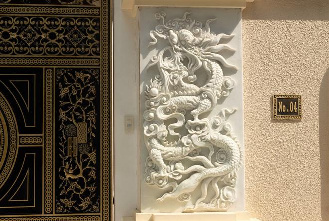 """Ngỡ ngàng bộ cổng tiền tỷ của biệt thự """"sinh ba"""" giữa lòng Hà Nội - Ảnh 7."""