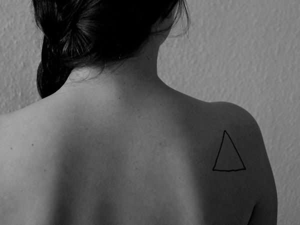 ลายสักสามเหลี่ยมหัวไหล่ 07