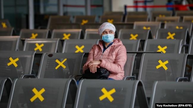 Пассажир в аэропорту Внуково, октябрь 2020 года