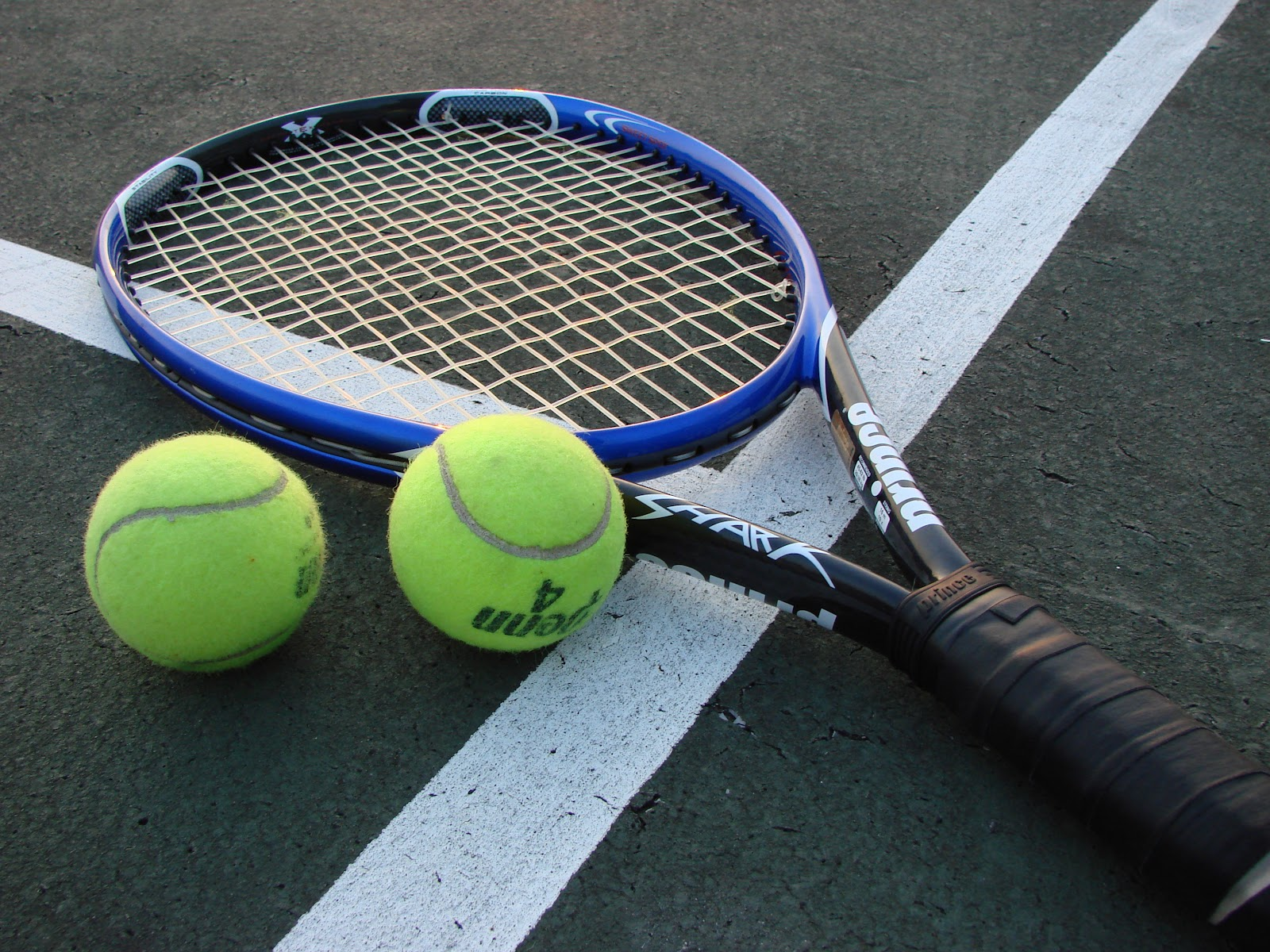 File:Tennis Racket and Balls.