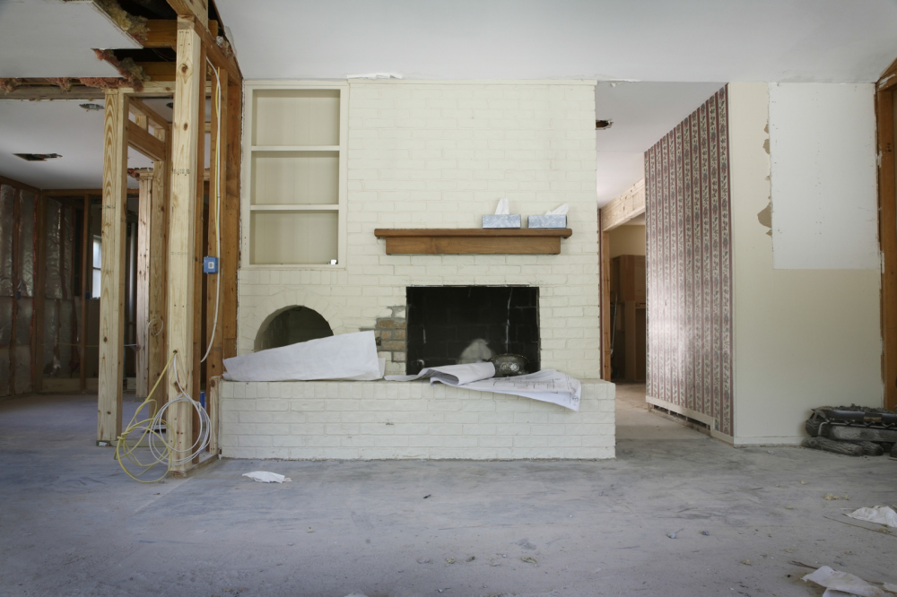 http://streaming.yayimages.com/images/photographer/moodboard/daa4b3e393f9a8d6c2a4b00ec3fbd7ea/brick-fireplace-and-shelves-in-house-under-renovation.jpg