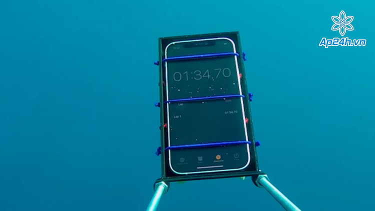 Kiểm tra khả năng chống nước iPhone 12 tiêu chuẩn IP68