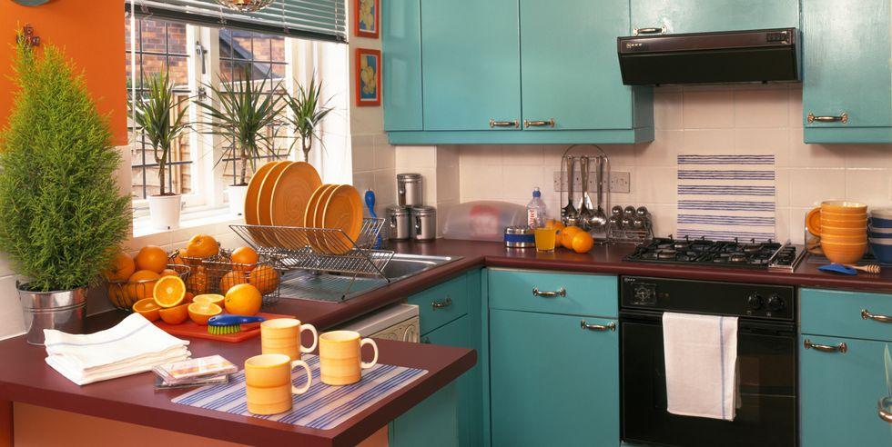 Türkiz és narancssárga retro konyha - vidám és harsány - Forrás: Elledecor