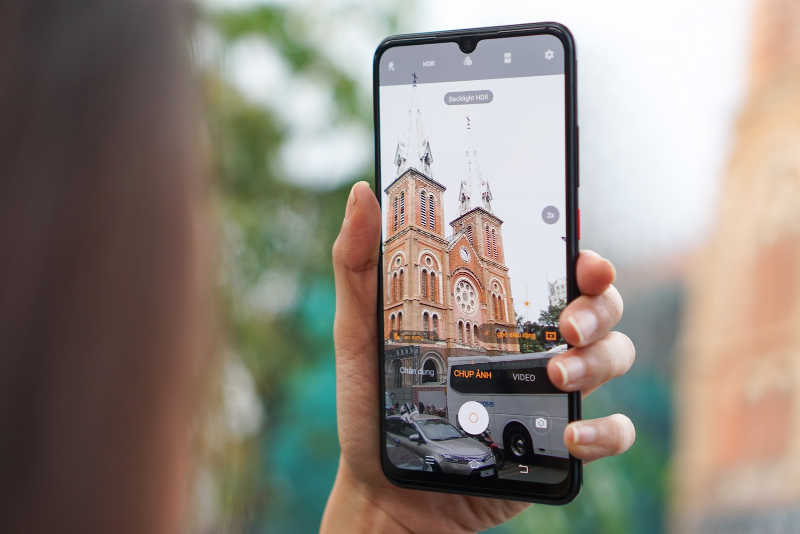Vivo S1 Pro cũng sở hữu camera selfie hình giọt nước 32MP