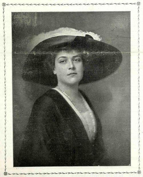 C:\Users\Otthon\Pictures\6 kép lesz\Hadik-Barkócyné_Zichy_Klára_Herman_Kosel_1867-1945_Wiener_Salonblatt_14._Oktober_1911.jpg