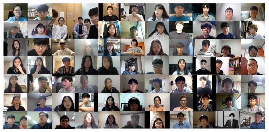 사진, 사람, 가장, 그룹이(가) 표시된 사진  자동 생성된 설명