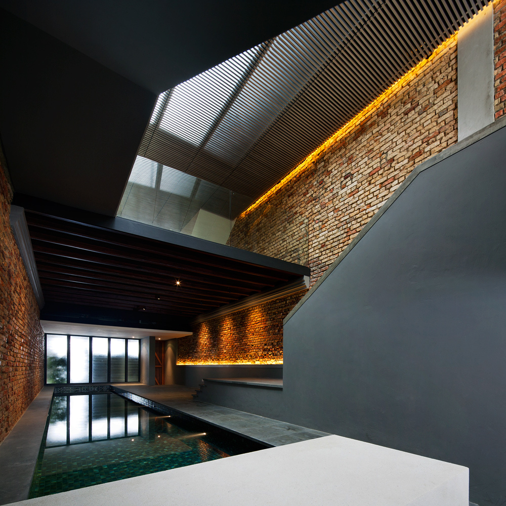 Thiết kế bể bơi trong nhà phố tuyệt đẹp