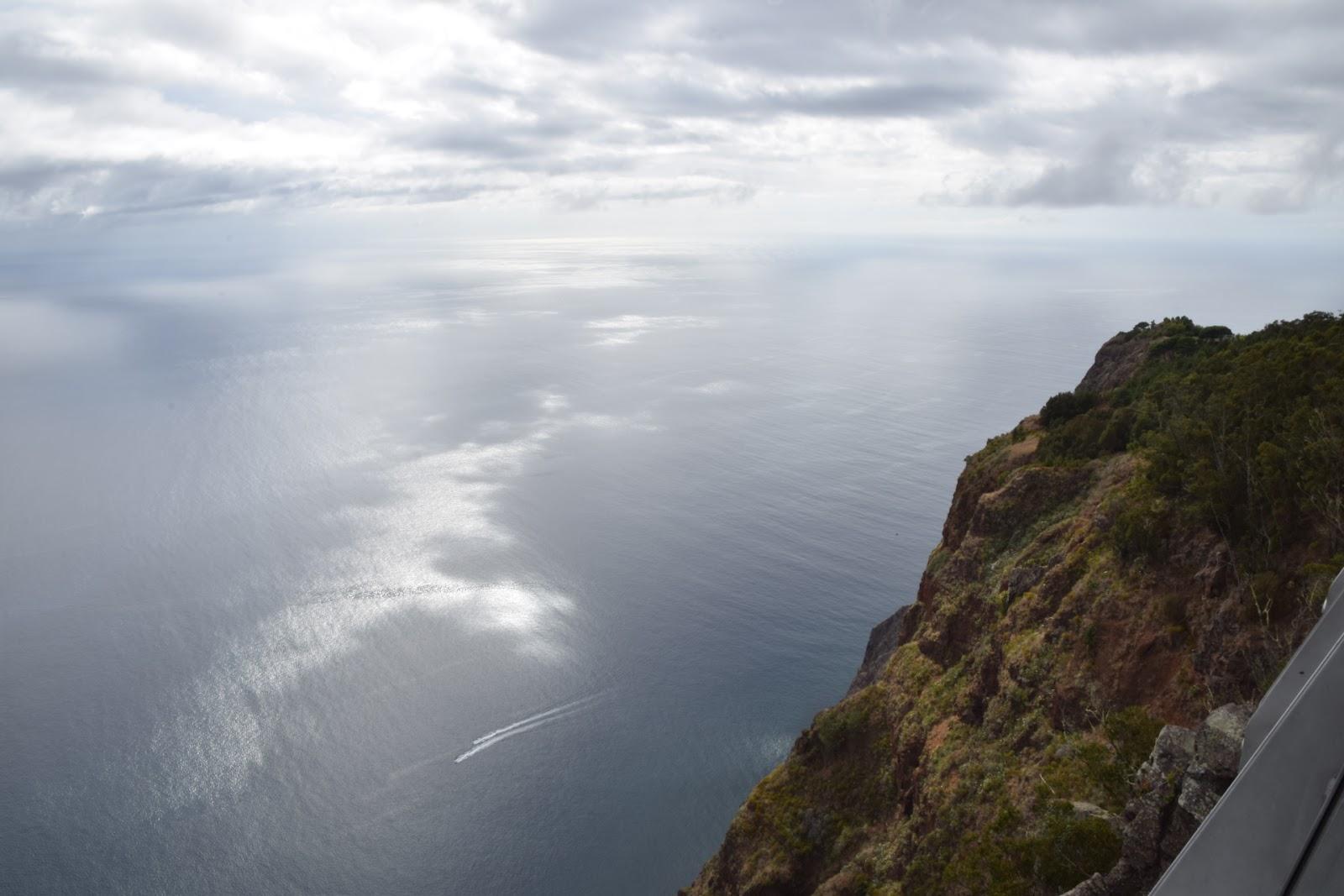 "(<img alt=""Madeira viewing platform"">)"