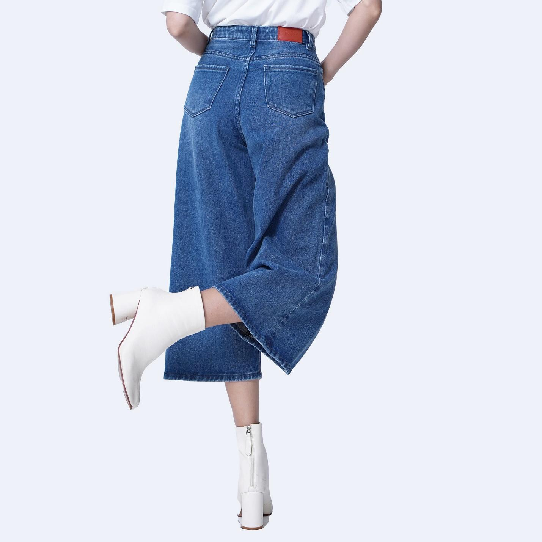 Mẫu quần jeans ống rộng giúp các nàng thêm phần cá tính!