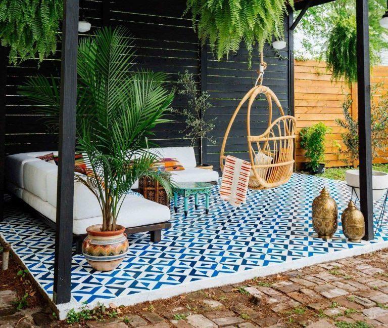keramik teras rumah pola kubus hitam biru dan putih