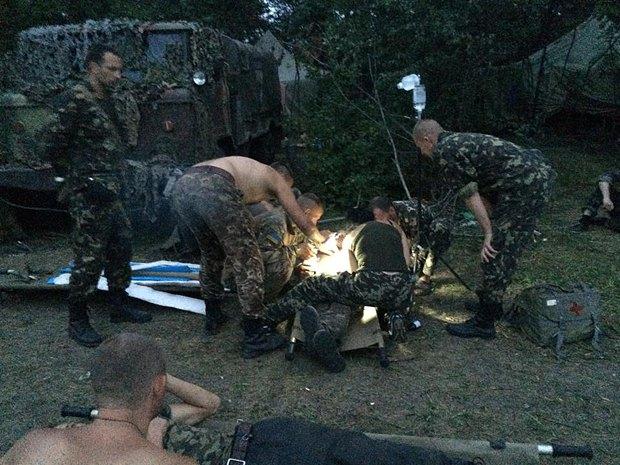 Раненые бойцы 79-й отдельной аэромобильной бригады под Мариновкой
