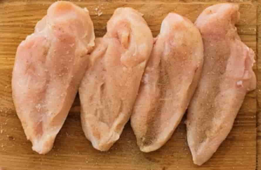 chciken-adding-pinch-of-salt