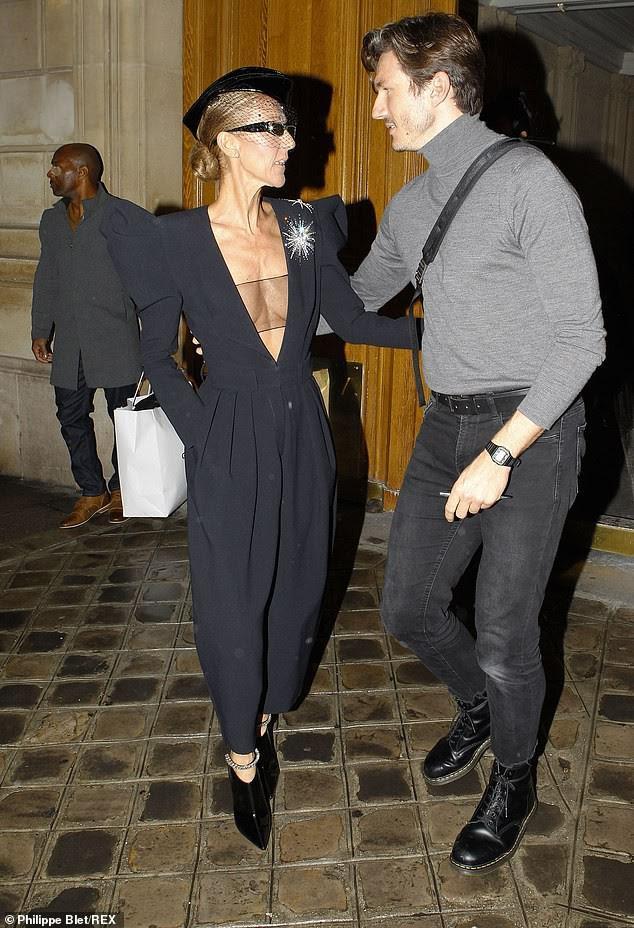 Celine Dion lại gây sốc khi diện váy xẻ sâu khoe ngực với cơ thể nhăn nheo - ảnh 5