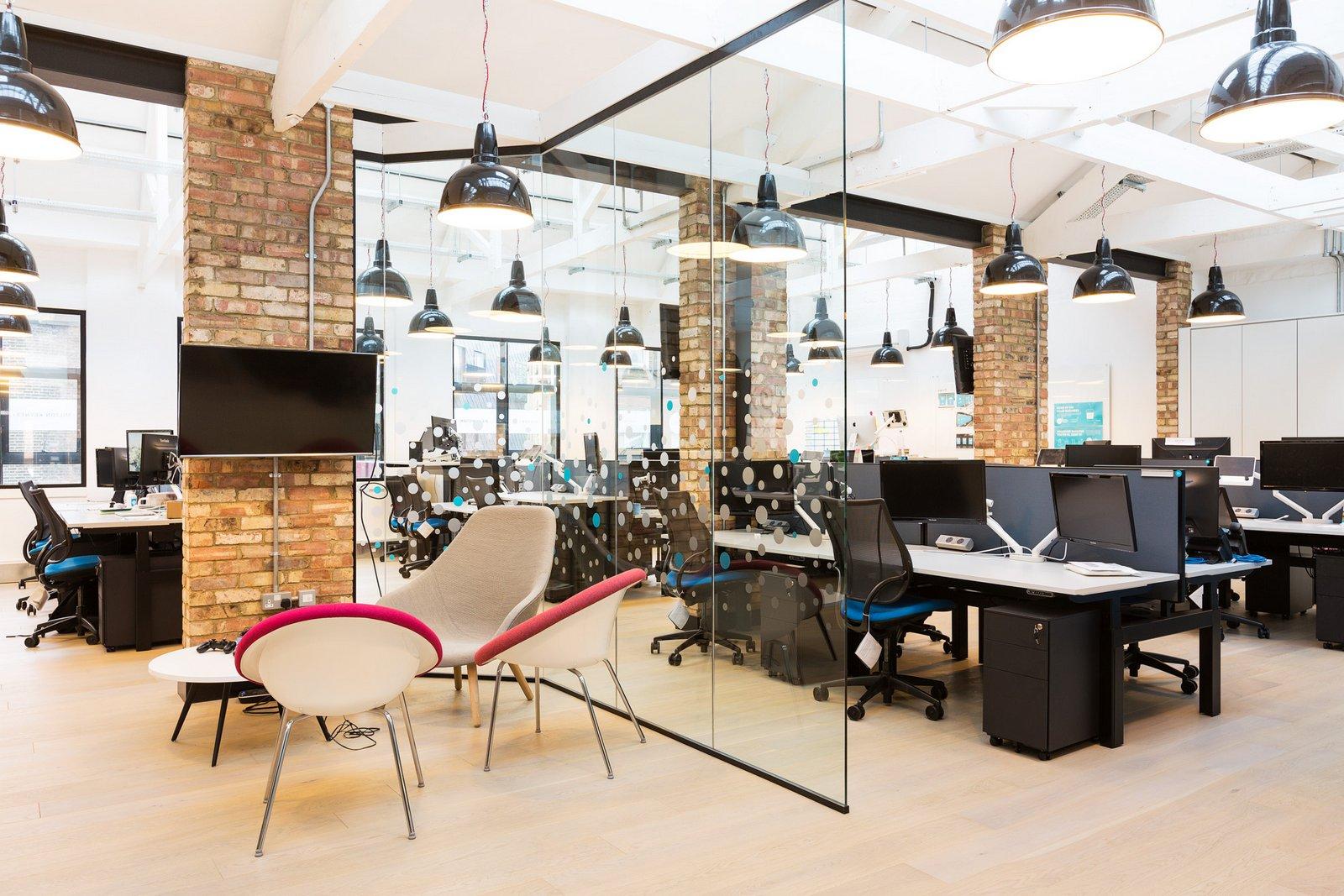 Giải pháp tối ưu giúp tiết kiệm chi phí thiết kế nội thất văn phòng