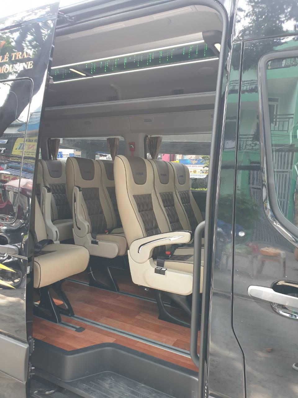Nội thất xe Lê Trần Limousine đi Đà Lạt từ Sài Gòn