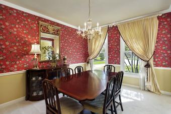 کاغذ دیواری با گل قرمز در اتاق غذاخوری