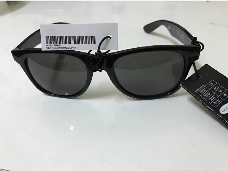 Kiểm tra mã vạch để nhận biết kính mắt H&M chính hãng