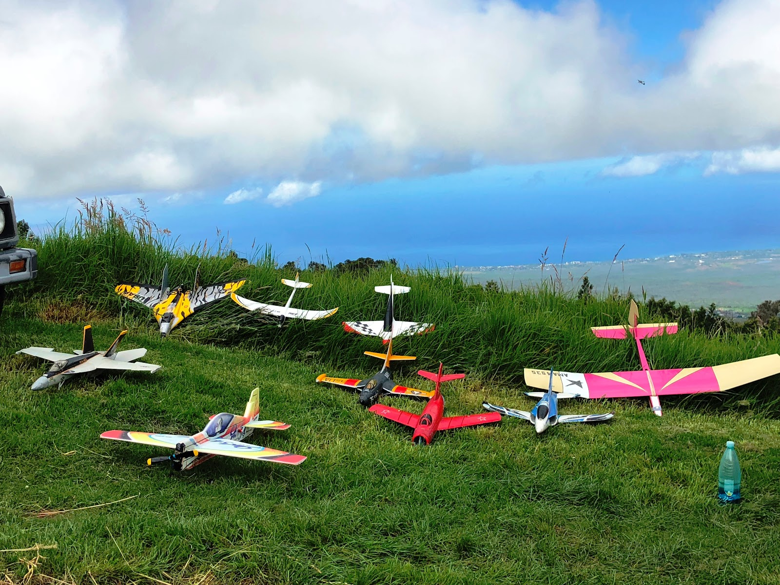 Model Airplanes at Waipoli parasailing and model airplane location on Waipoli Road.
