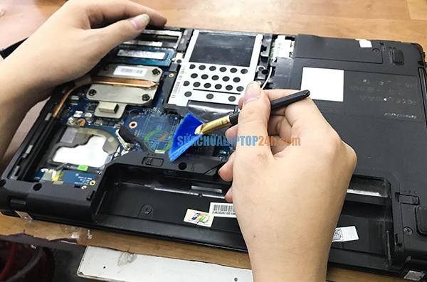 ve sinh laptop 3