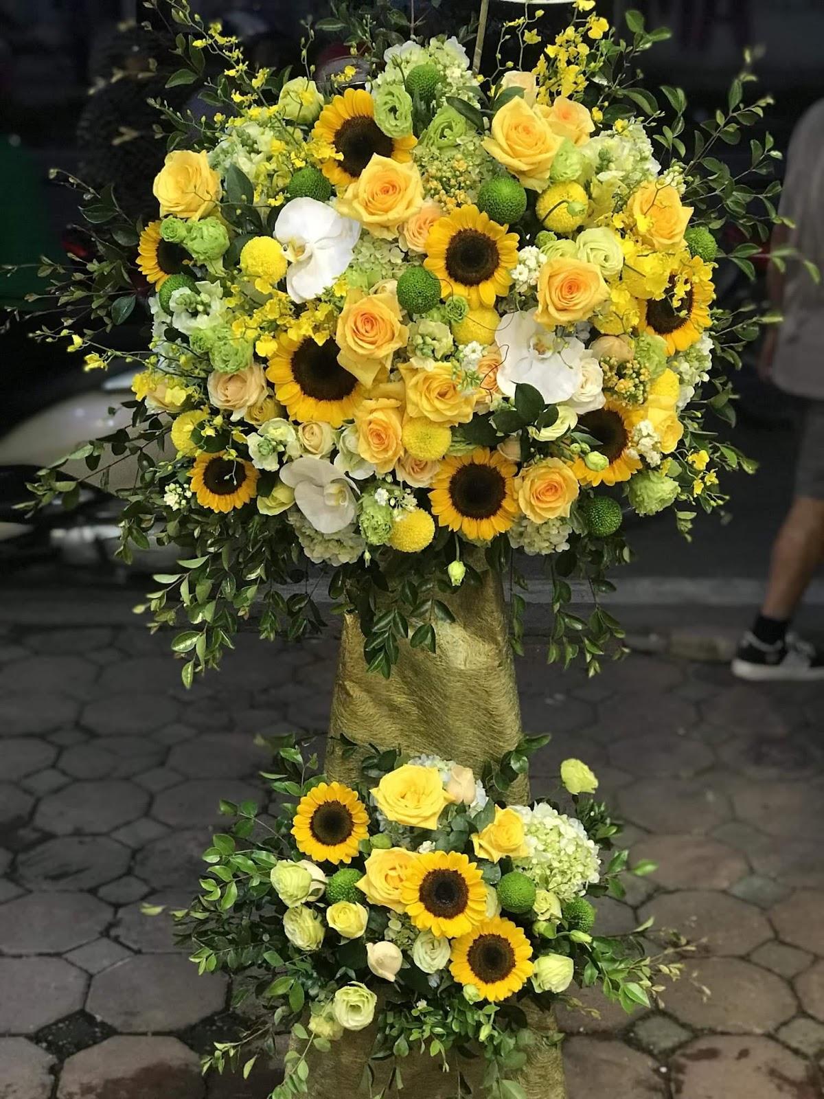 Lẵng hoa khai trương kết hợp nhiều loại hoa màu vàng rực rỡ