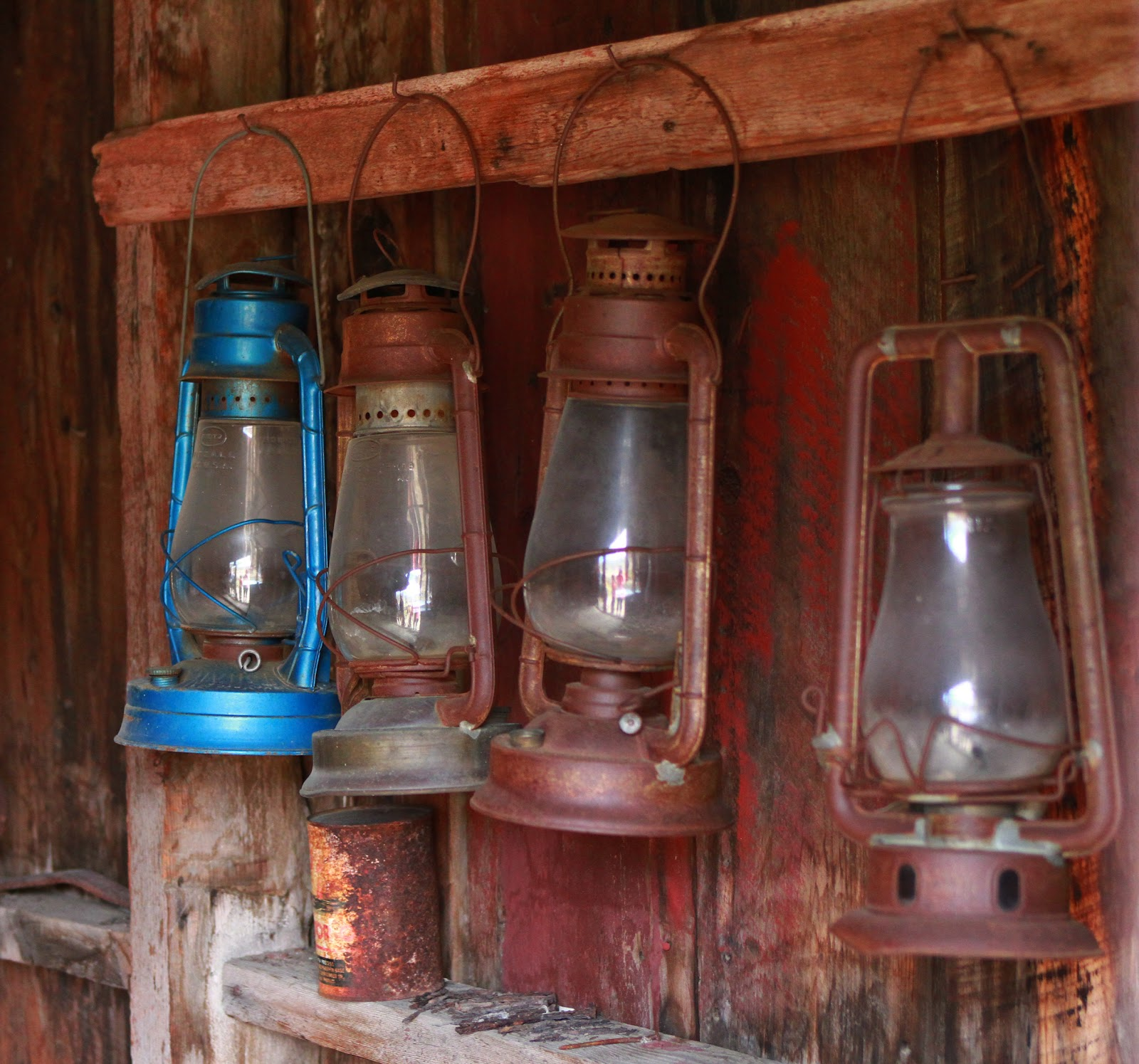 Antique_Oil_Lanterns_Public_Domain.jpg