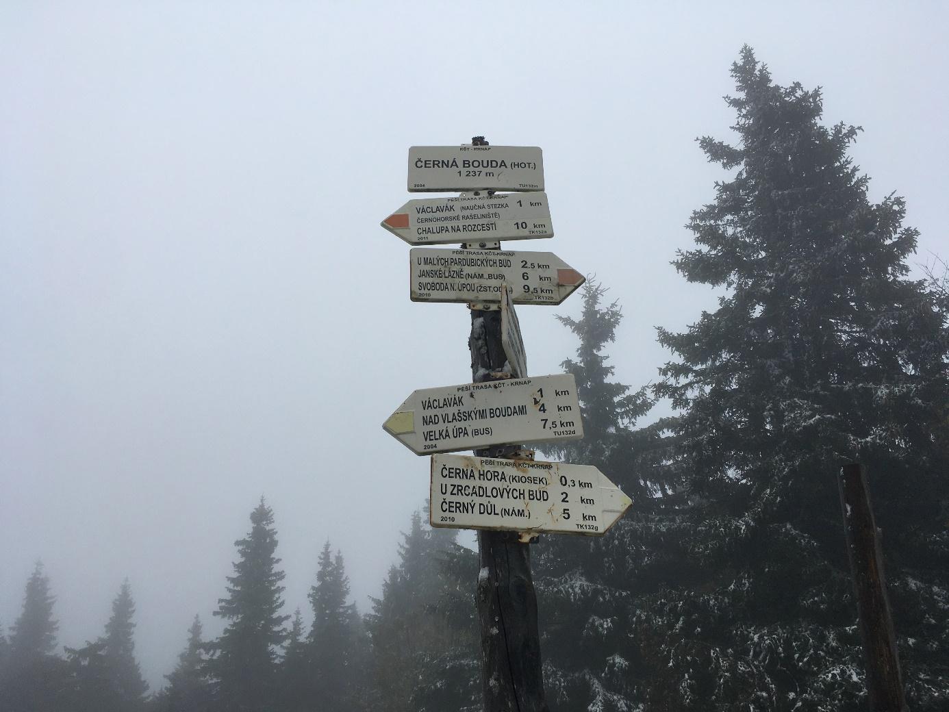 Podzim nebo zima? Obě období si najednou můžete užít na Černé hoře v Krkonoších