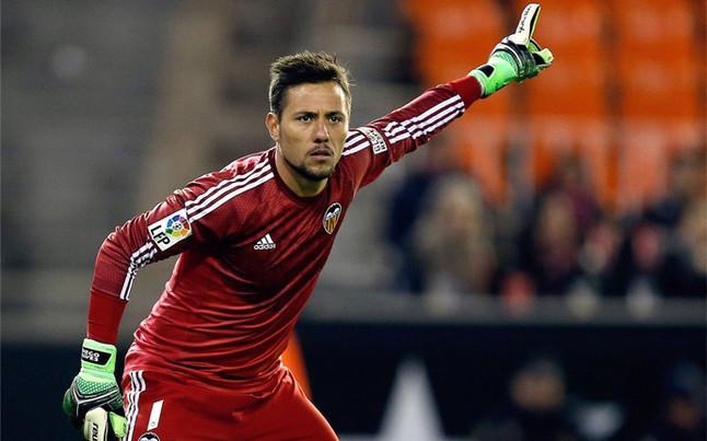 http://estaticos.sport.es/resources/jpg/2/1/diego-alves-demostro-que-tiene-rival-hora-parar-penaltis-1422266347112.jpg