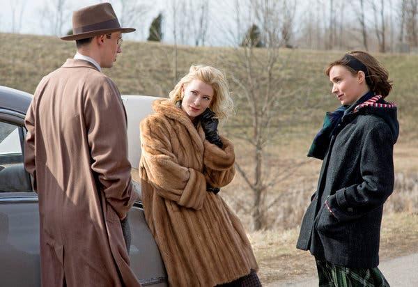 "Soldan, Cory Michael Smith, Cate Blanchett ve Rooney Mara, 1952 Patricia Highsmith romanına dayanan bir Todd Haynes filmi olan ""Carol"" da."
