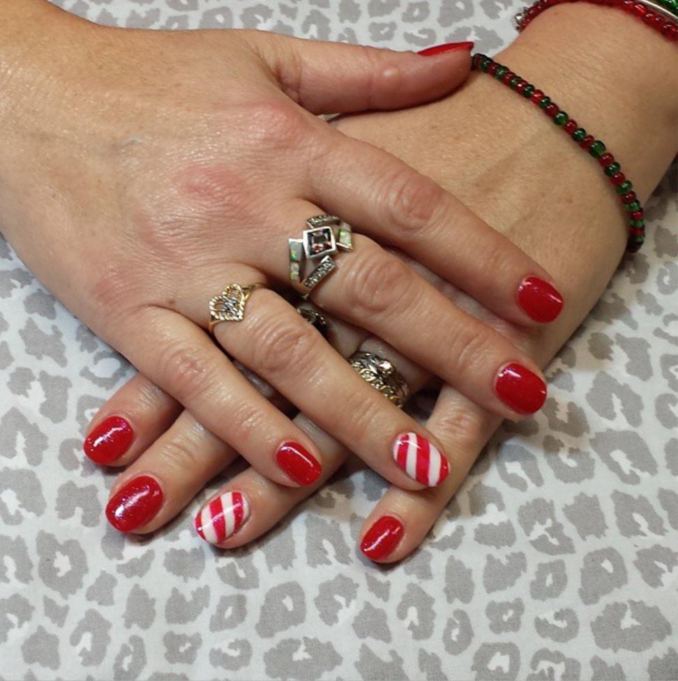 candy cane stripe nail art