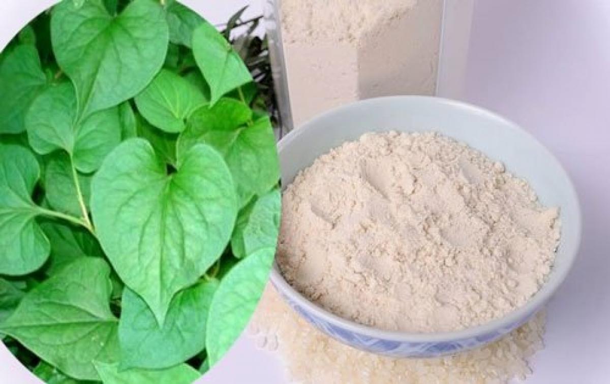 trị mụn bọc bằng rau diếp cá và bột cám gạo
