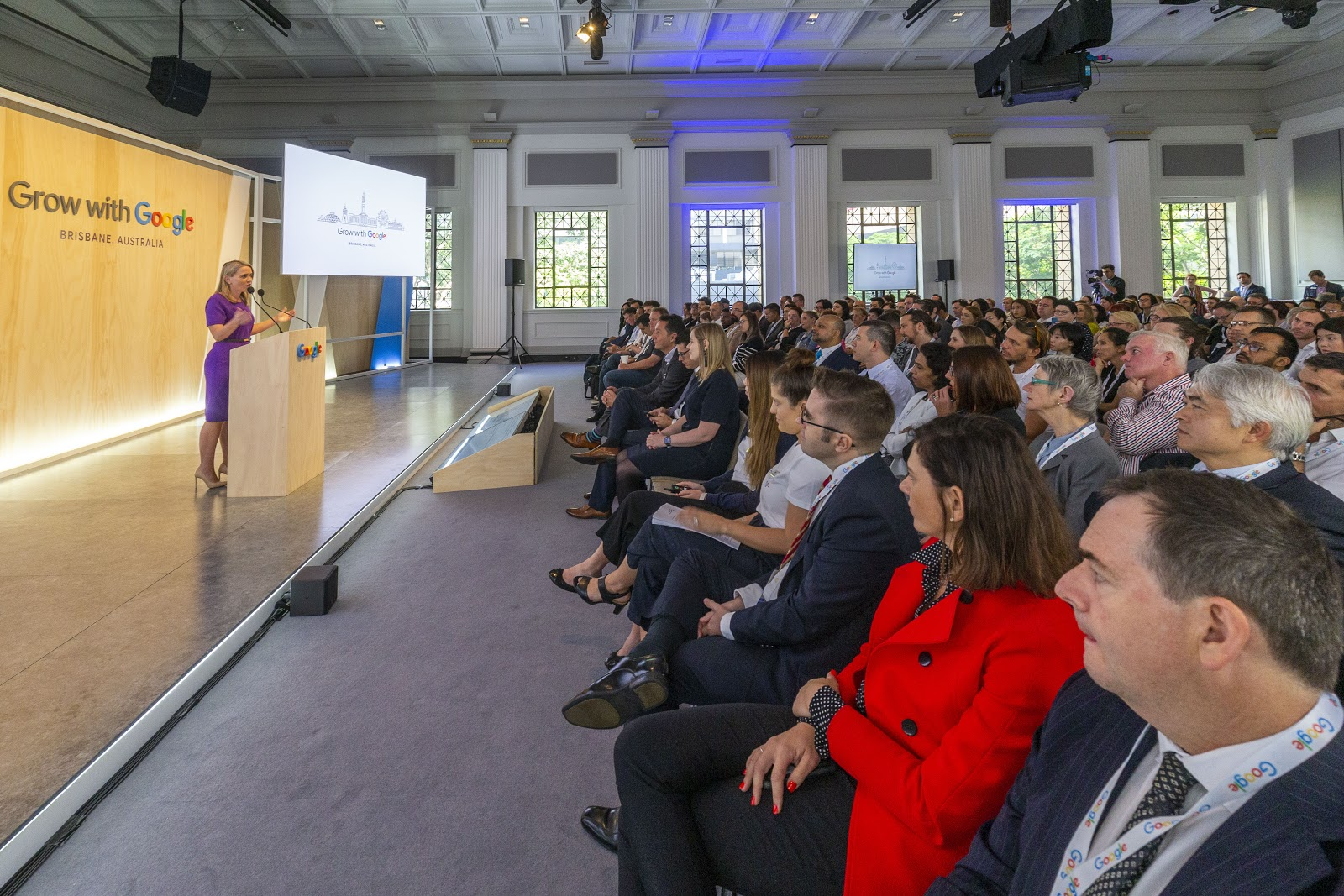 Photo of speaker and attendees at Grow with Google event