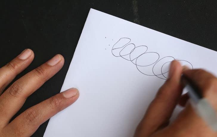 Cách Xử Lý Đơn Giản Khi Bút Bi Của Bạn Bị Tắc Mực