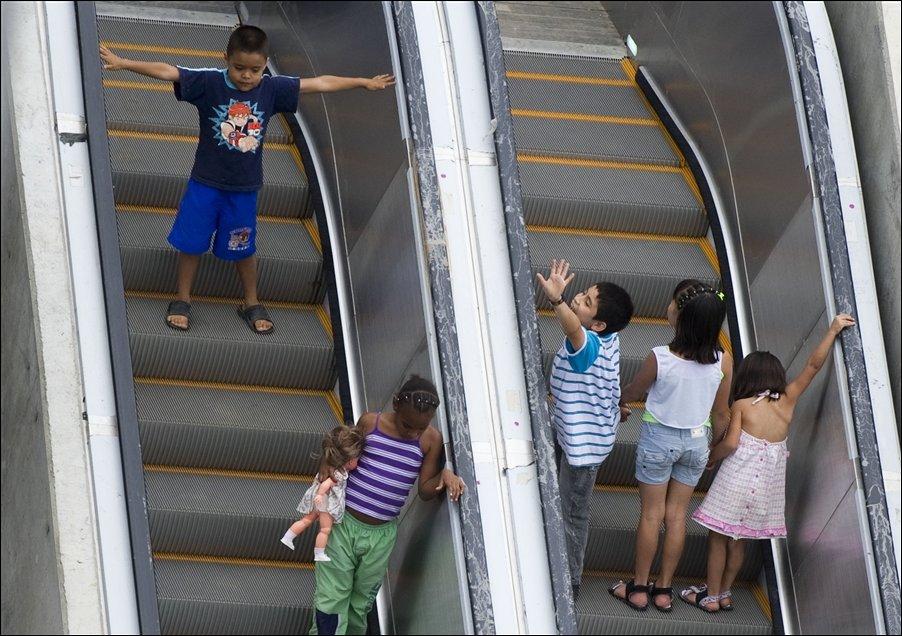 Subiendo escaleras electricas - 2 part 7