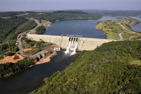 Resultado de imagem para hidrelétrica na chuva