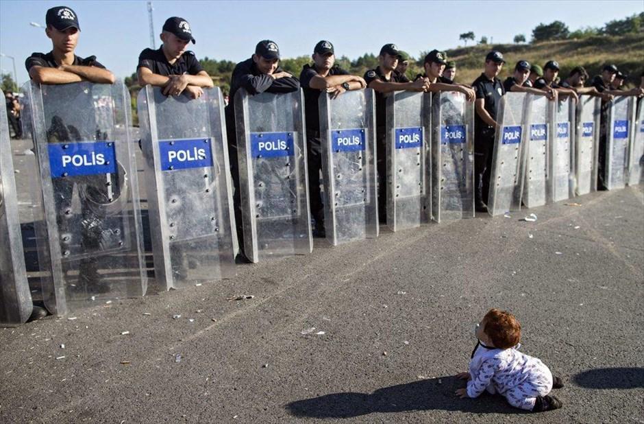 http://www.naftemporiki.gr/fu/p/1005191/940/940/0x0000000000ea03ec/1/suroi-prosfuges-stin-adrianoupoli.jpg