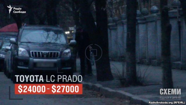 Згідно з декларацією, у Леоніда Кліваденка, на дружину якого записане авто, – зарплатня 253 тисячі на рік і Toyota Avensis 2007 року