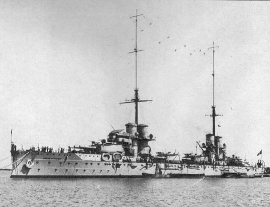Italian battleship Dante Alighieri port view.jpg