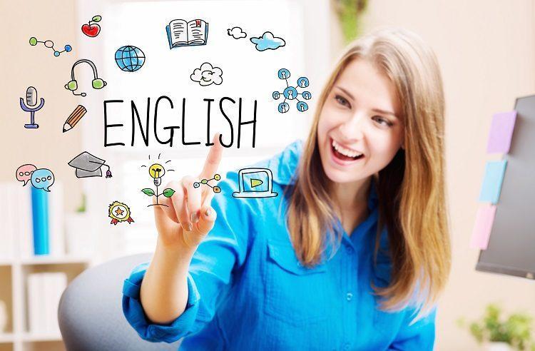 mulher imersa com as possibilidades de contato com o inglês