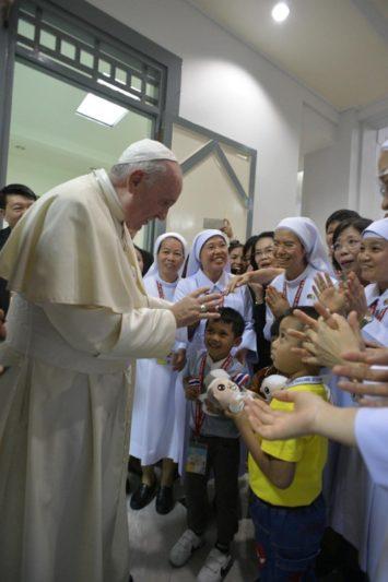 Đức Thánh Cha nói với giới trẻ Thái Lan đừng sợ tương lai