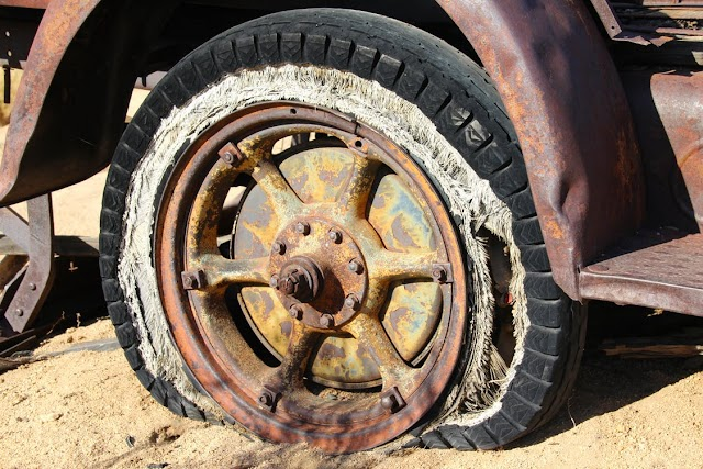 5 Steps to Survive (and Avoid) a Tire Blowout While Driving