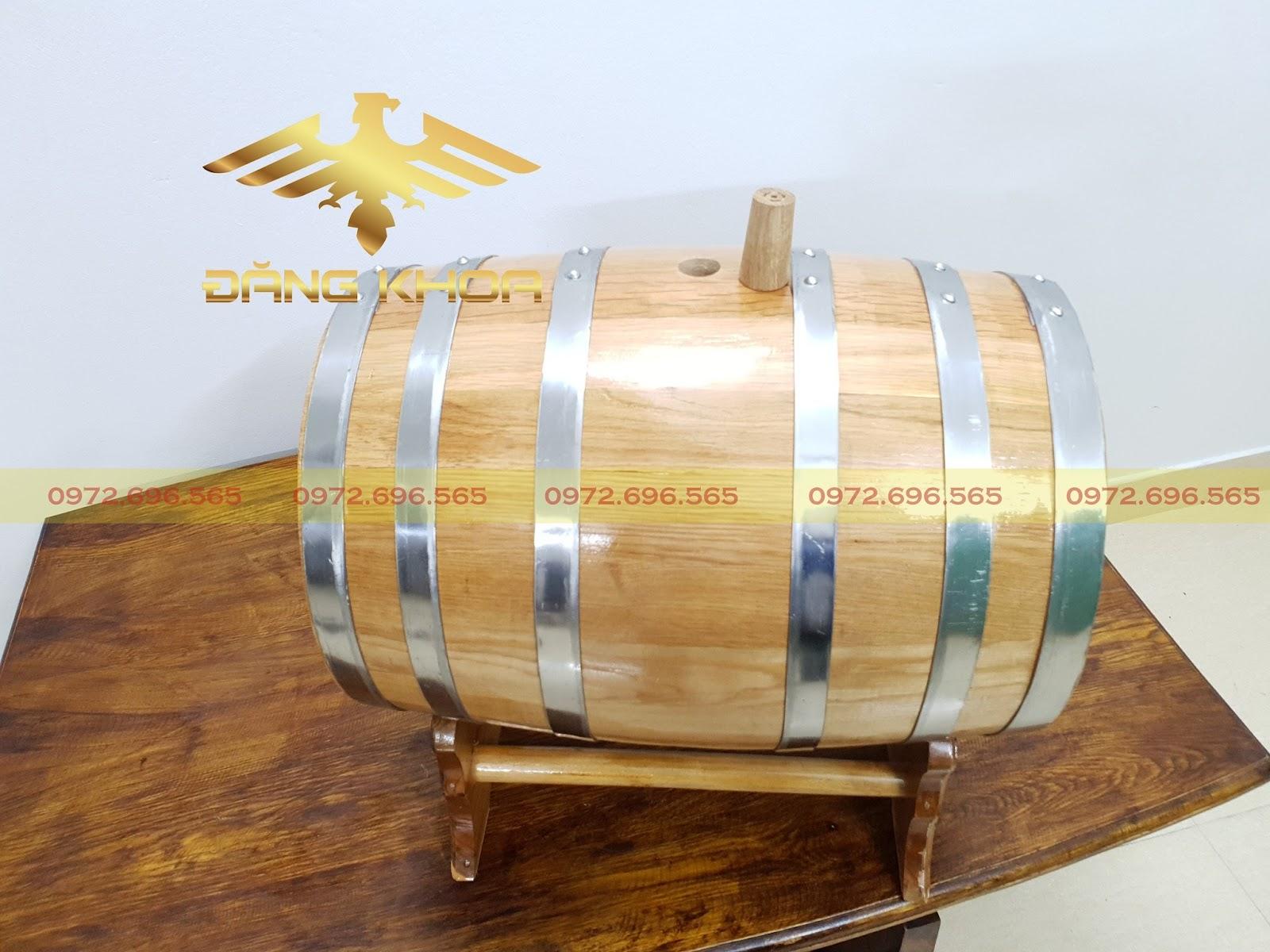 Trống rượu gỗ nằm ngang tại Trống Đăng Khoa